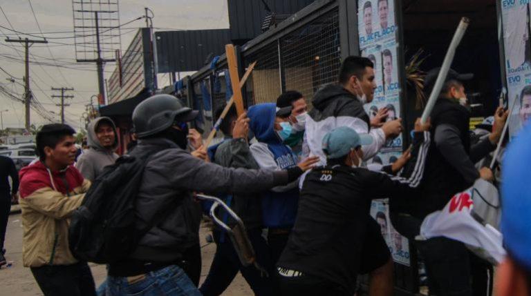 [BOLIVIA] Derecha cruceña agrede a militancia del partido de Evo Morales