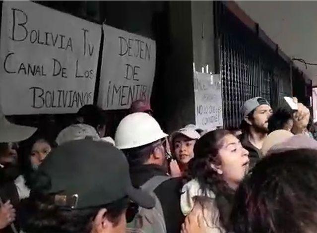 [BOLIVIA] Fascistas toman radio y TV estatales y cortan servicios informativos.