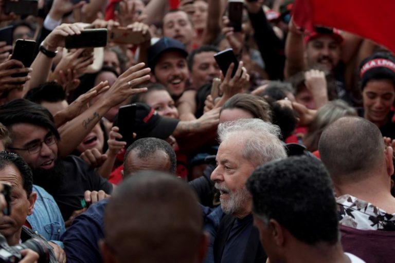 [BRASIL] Ex presidente brasileño Lula da Silva deja la cárcel después de 580 días de prisión.