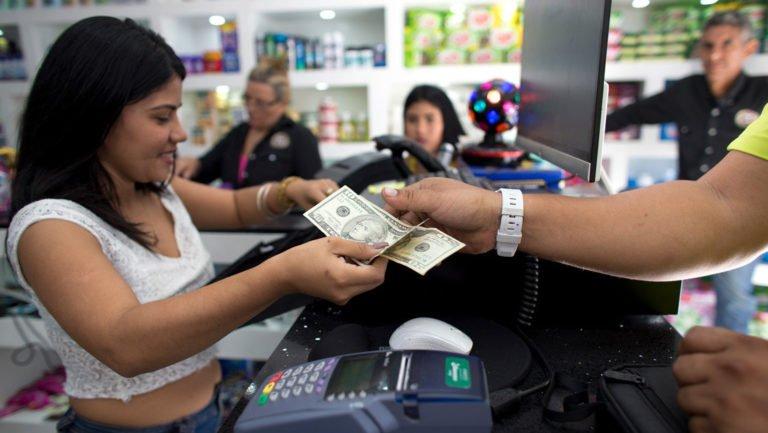 [OPINIÓN] ¿El fenómeno de la dolarización llegó para quedarse en Venezuela?