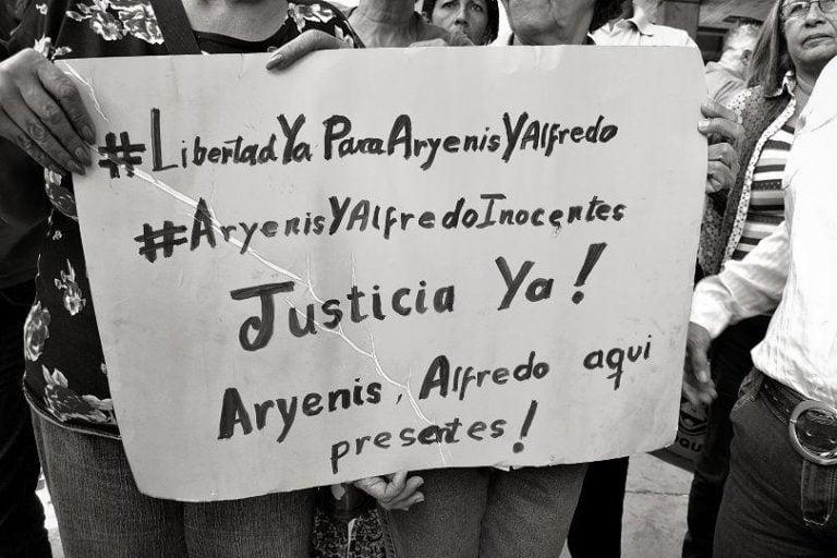 """[DENUNCIA] Como """"Falso Positivo"""" denuncian la detención y acusaciones contra Alfredo Chirinos y Aryenis Torrealba"""
